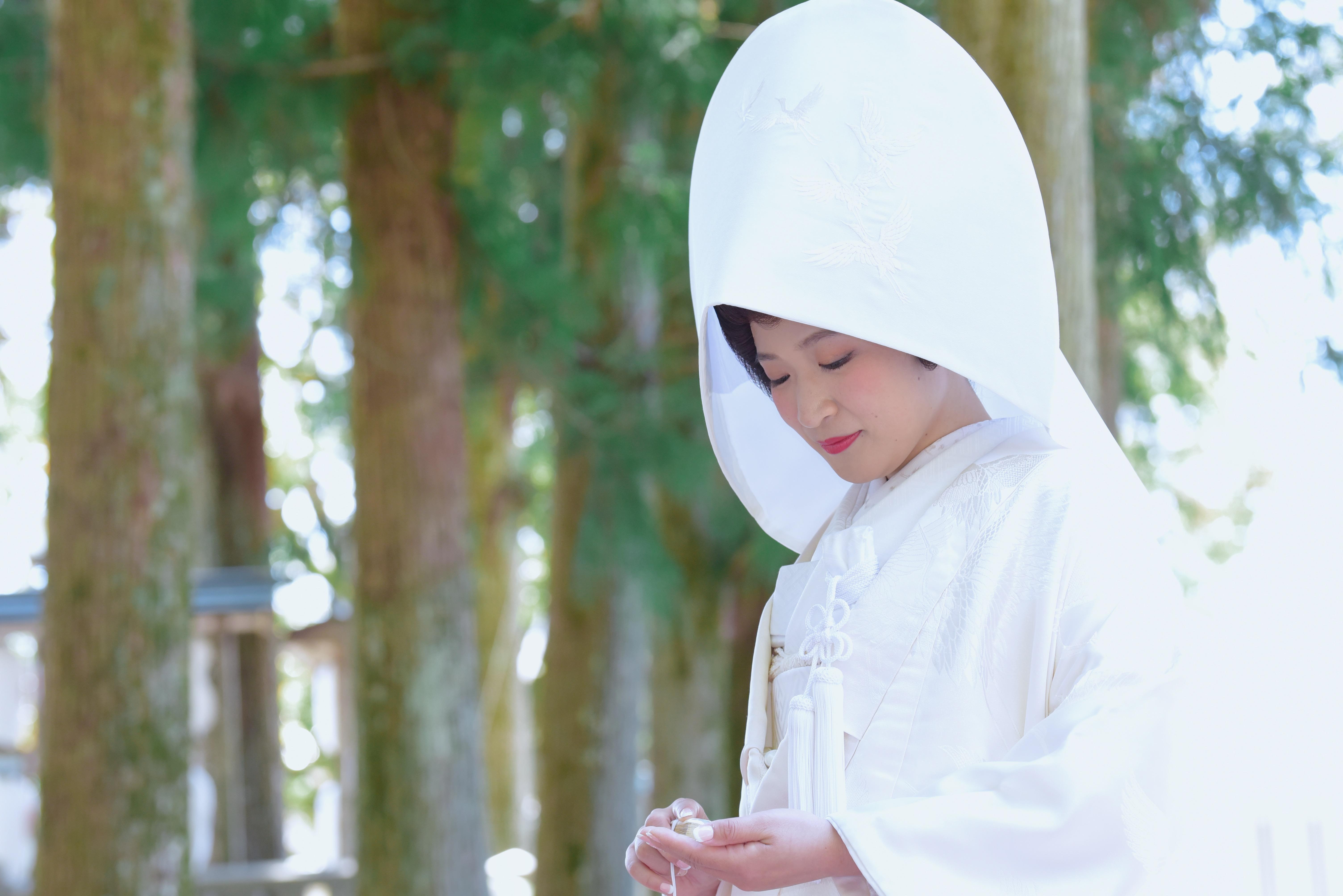 熊野本宮大社で白無垢のカツラと綿帽子の結婚式