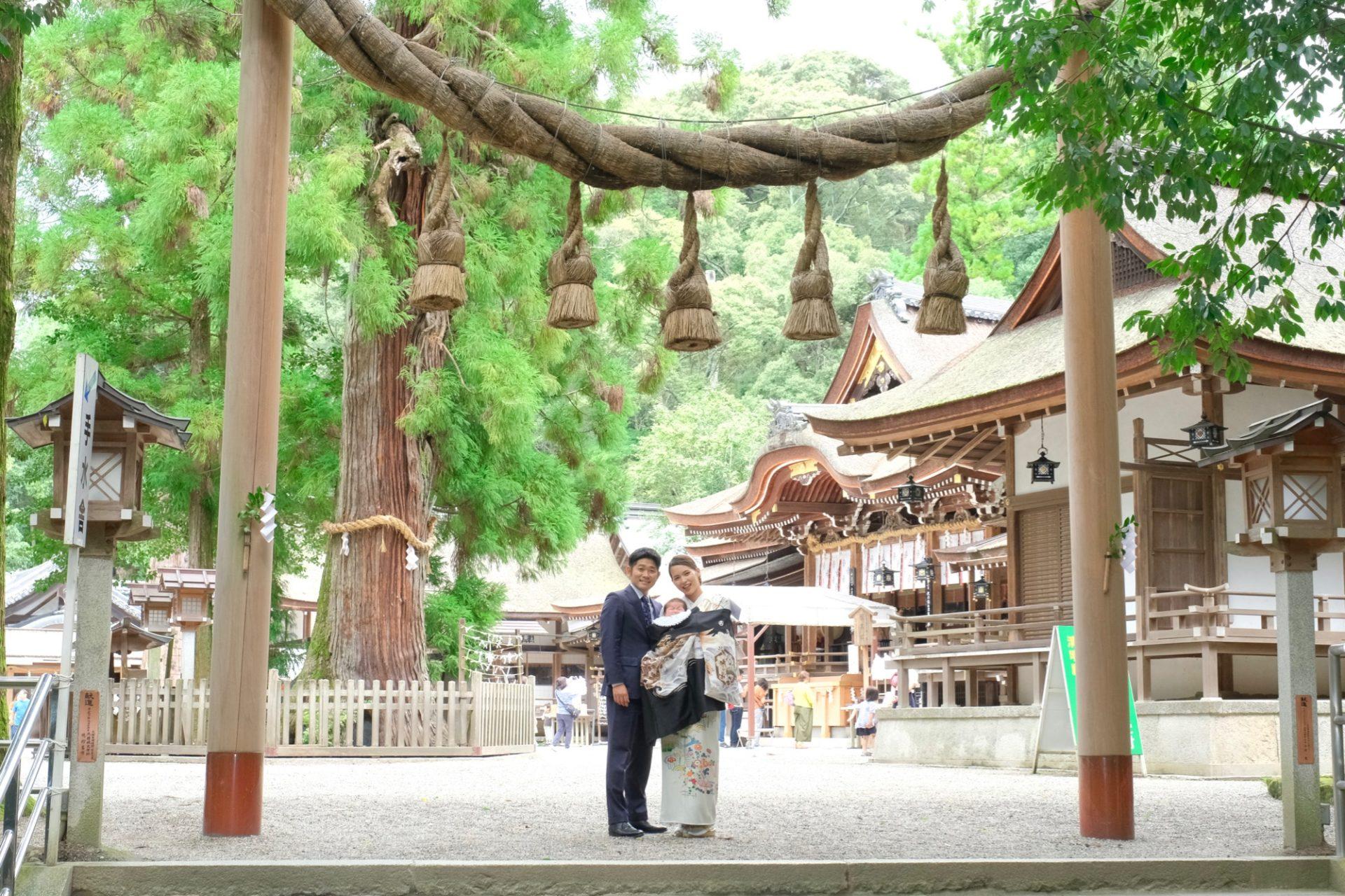 大神神社にお参りするお宮参り写真
