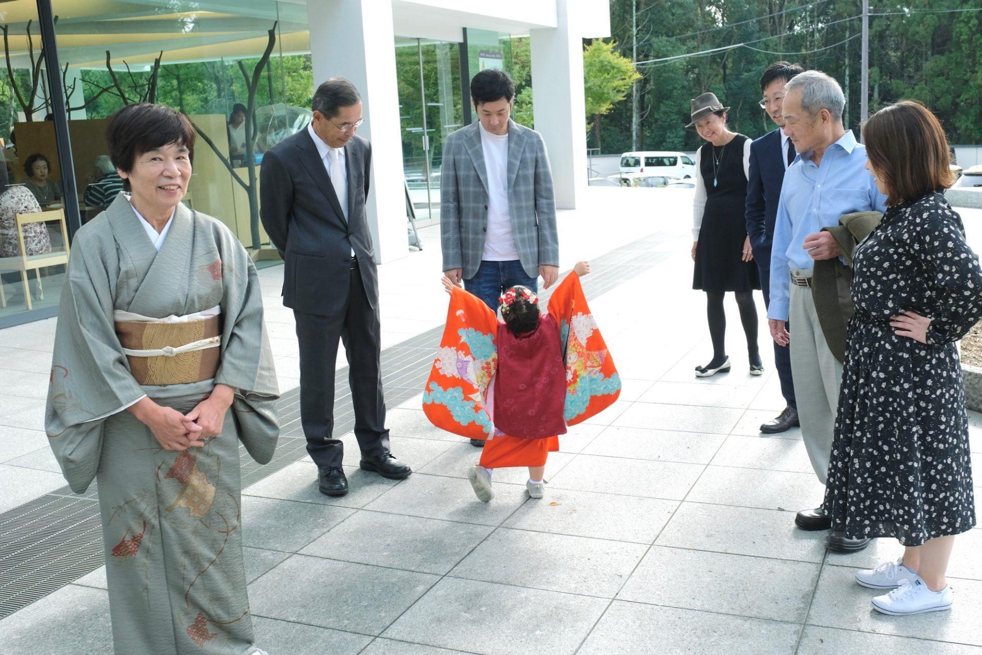 春日大社で七五三の女の子の着物写真