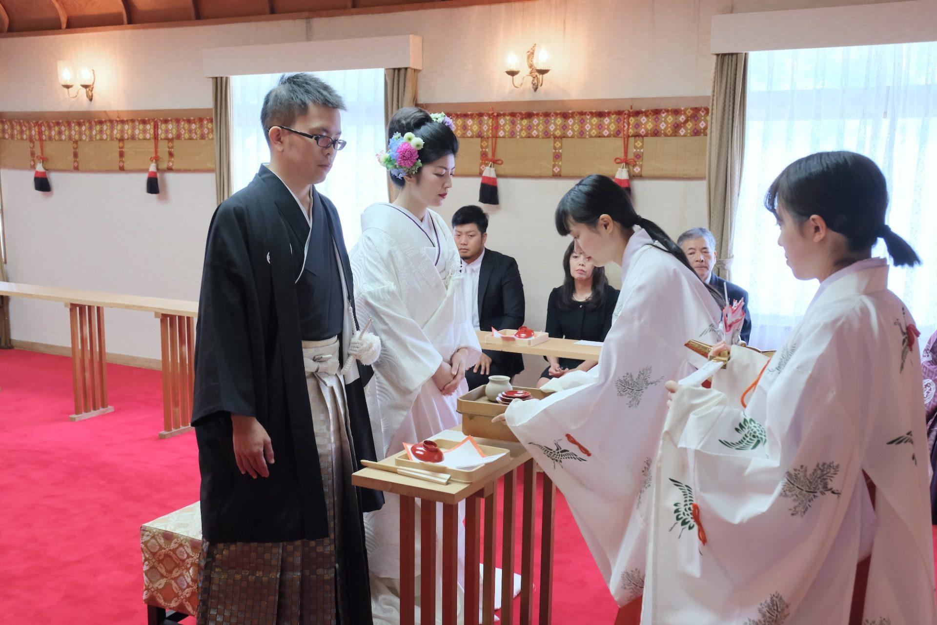 茨木神社で白無垢の結婚式の写真