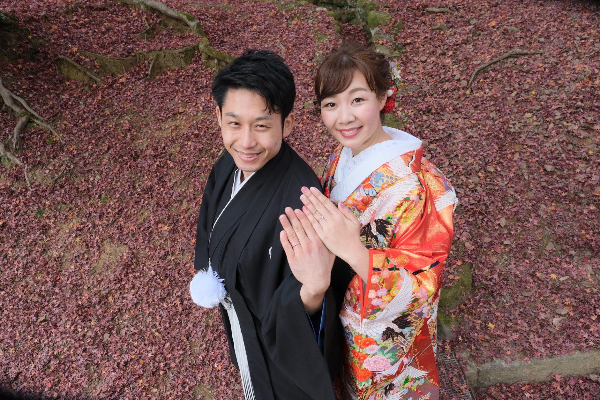 奈良の紅葉で結婚式の和装前撮り写真