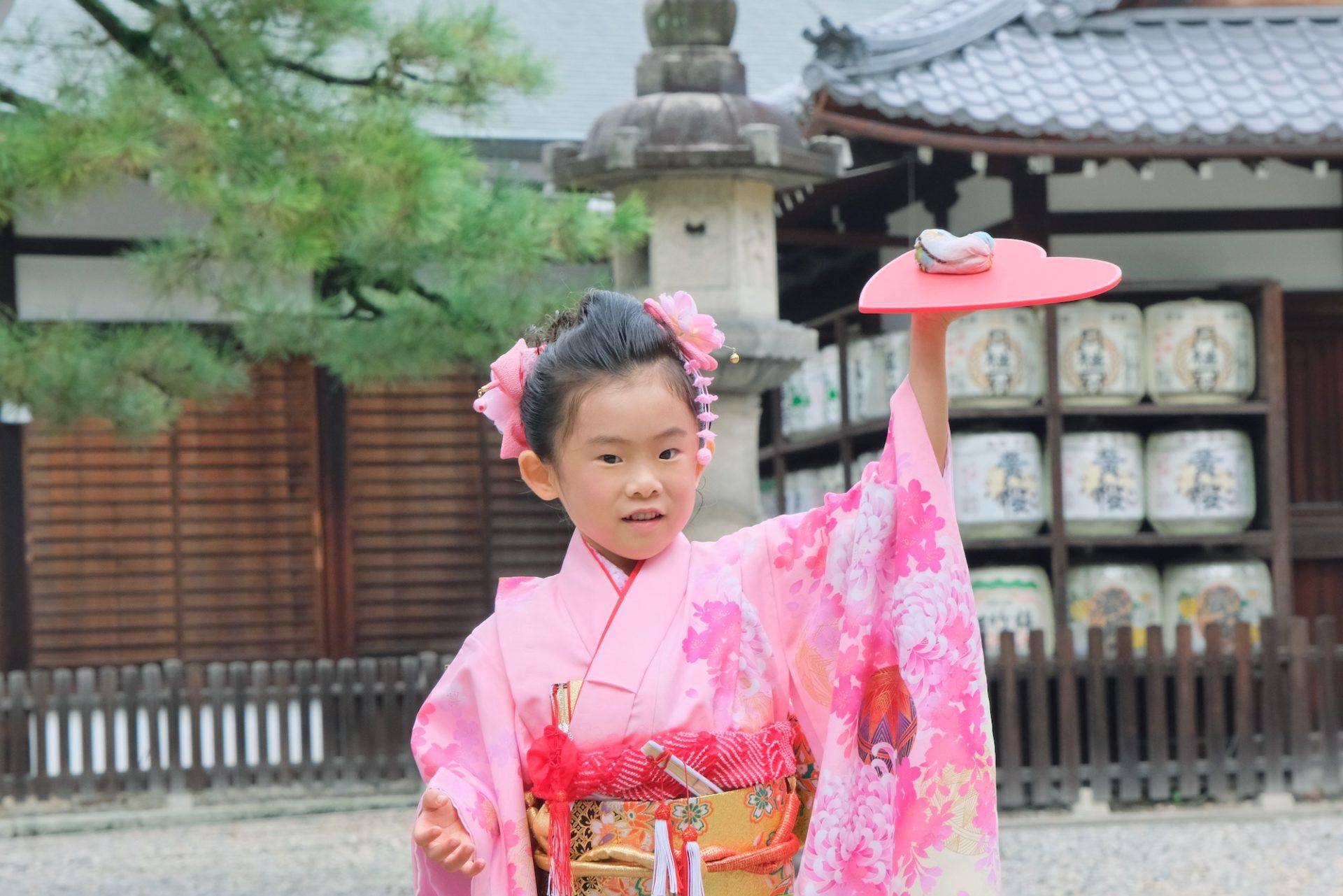 御香宮神社で七五三の女の子の着物