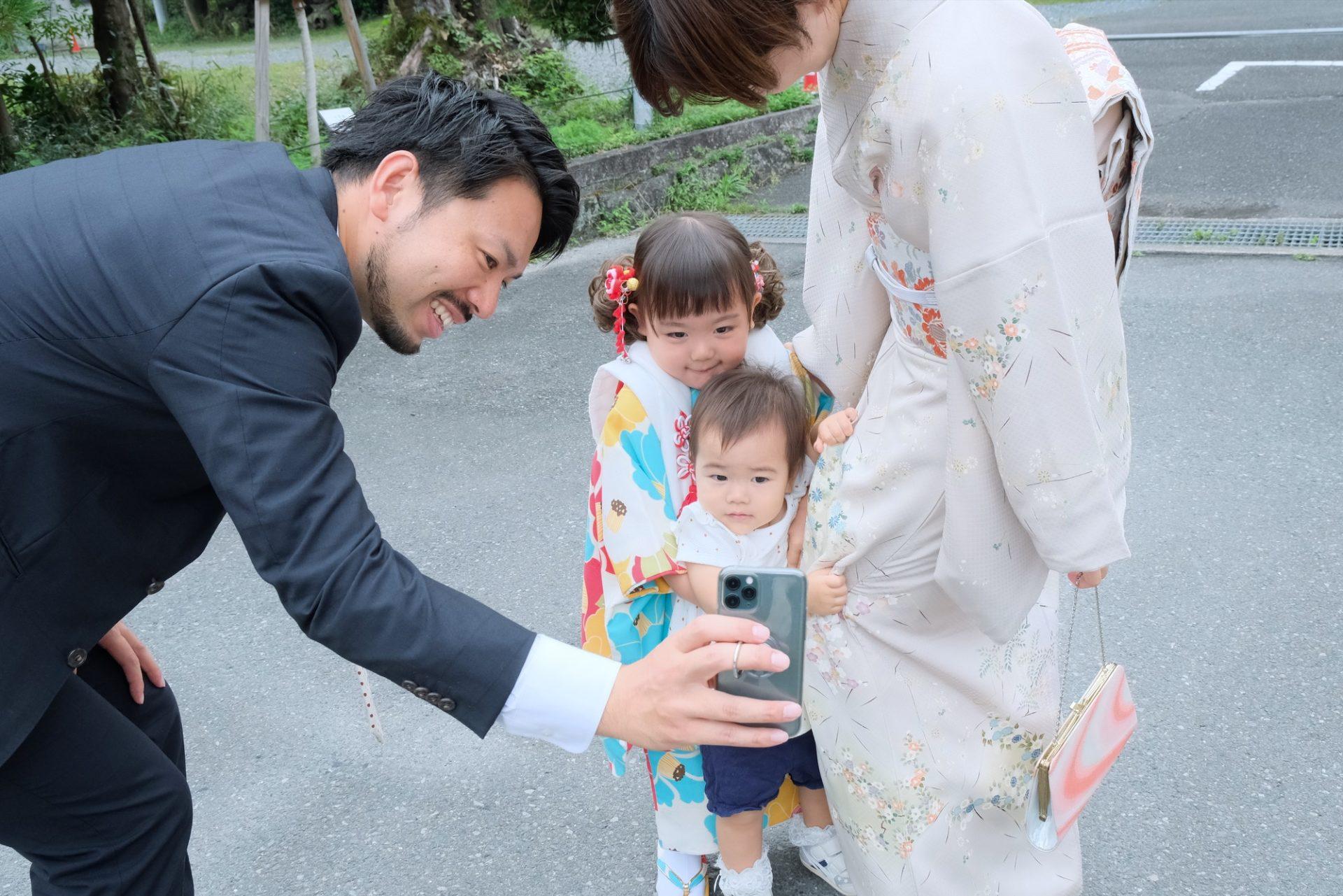 松尾大社で七五三の女の子