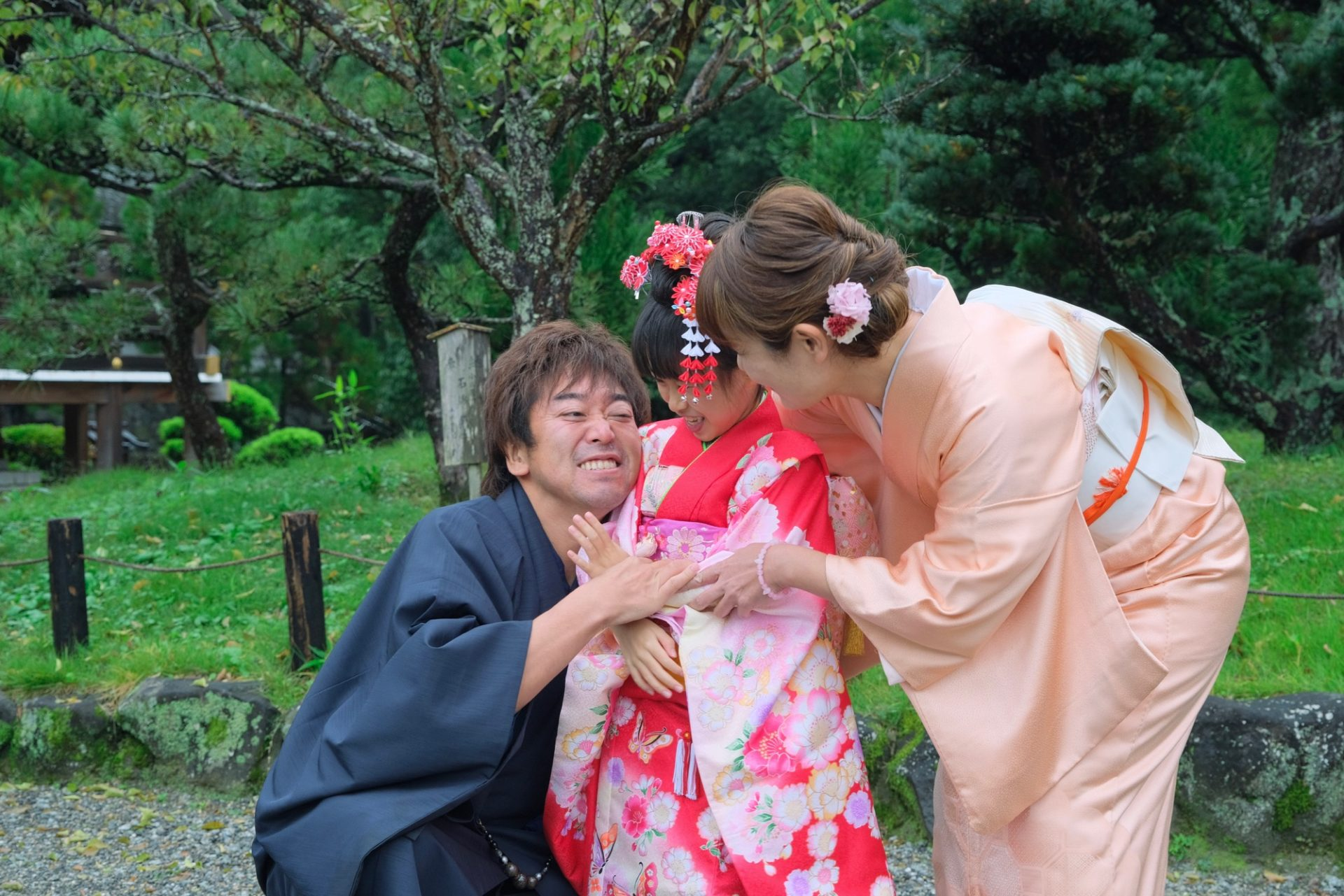 大神神社で七五三参りの女の子