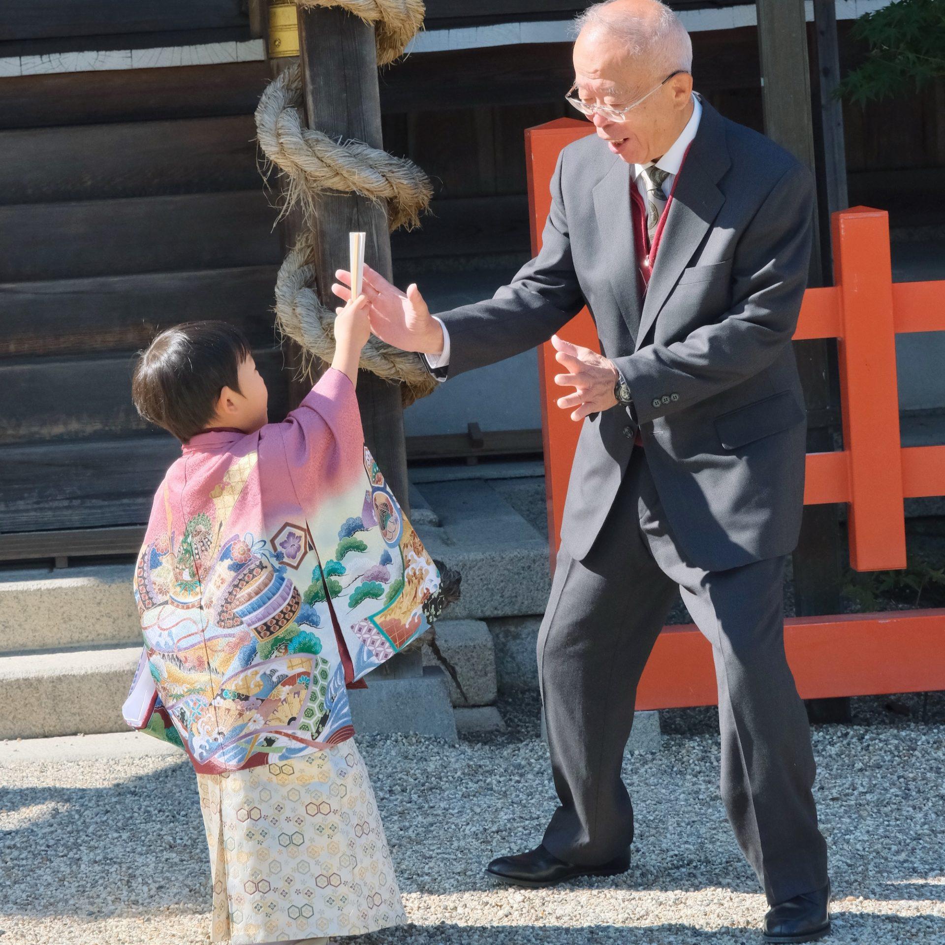 龍田大社の七五三の女の子と男の子