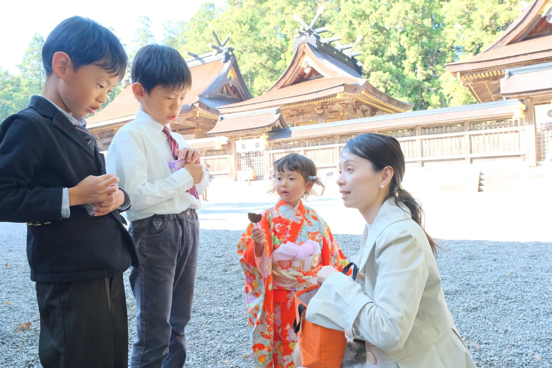 熊野本宮大社で七五三の家族写真