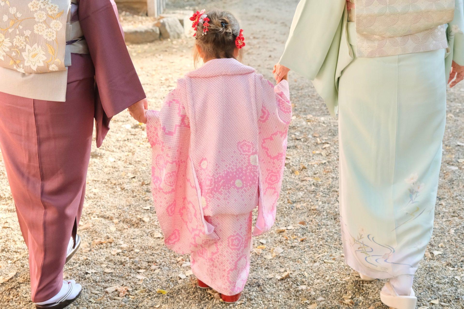 茨木神社で七五三の女の子の着物