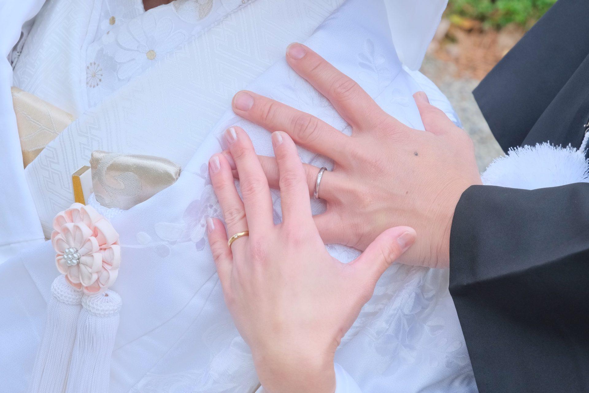 神社で結婚式の白無垢姿の花嫁さん