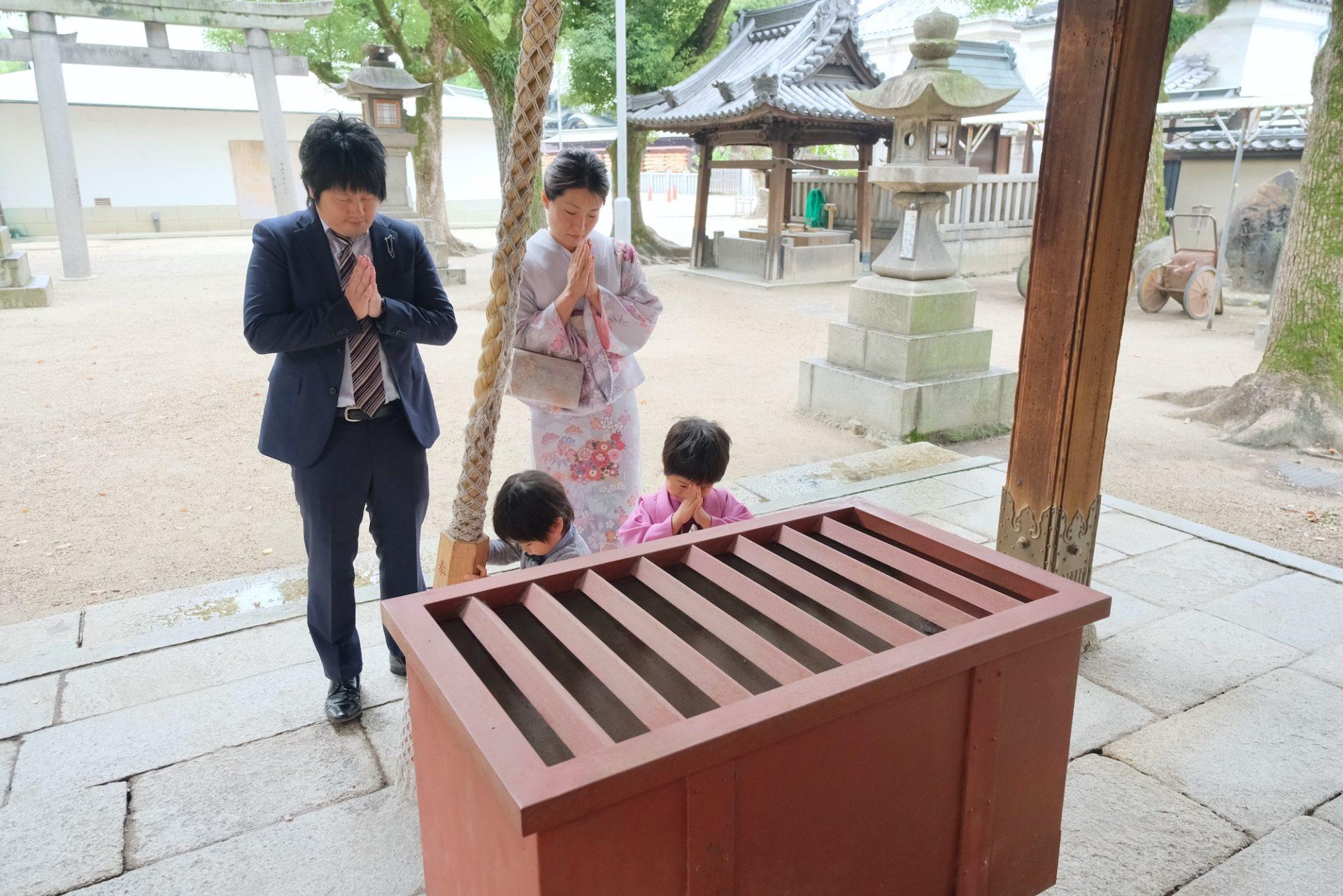 大阪天満宮で七五三の着物の男の子