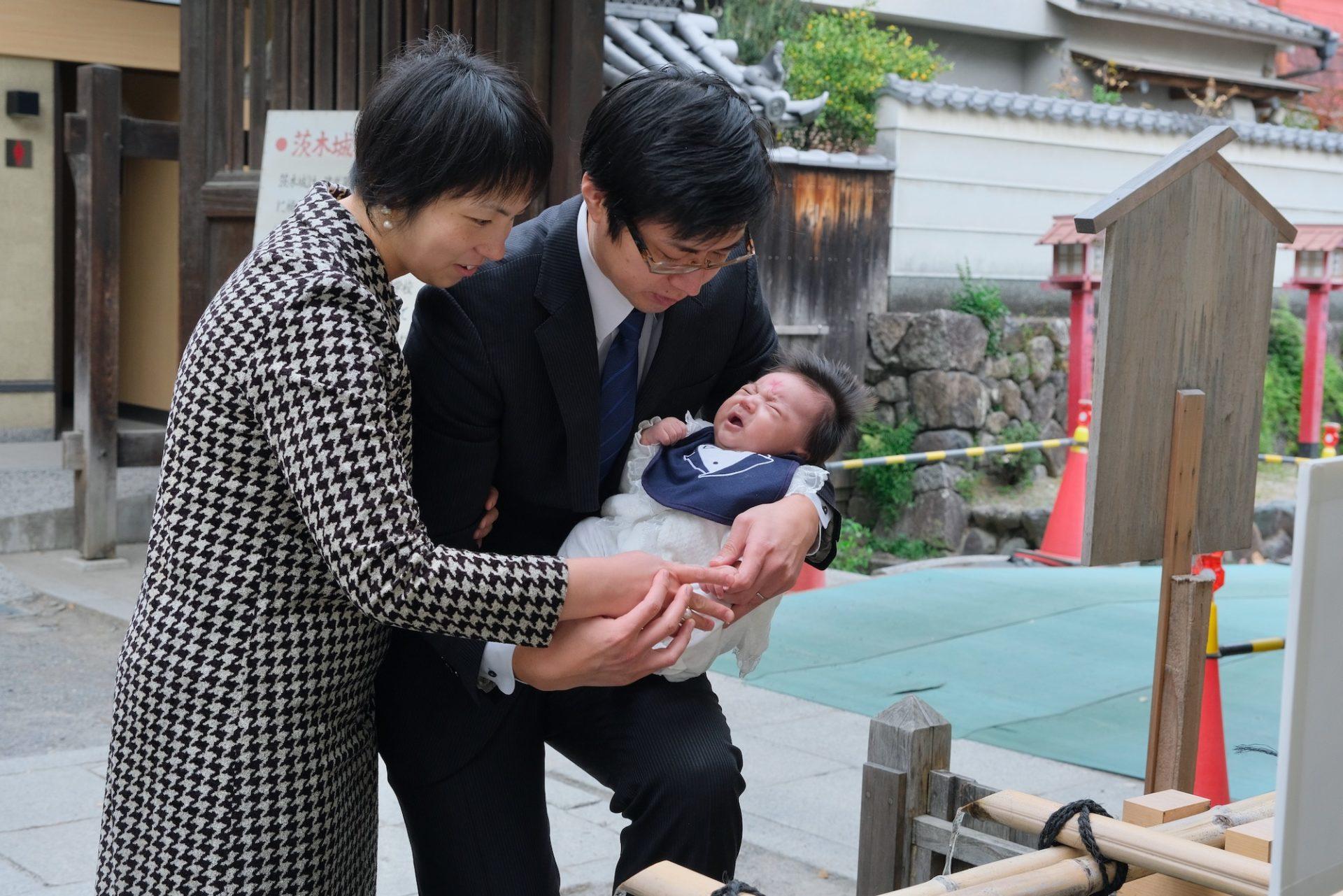 茨木神社でお宮参りの赤ちゃん