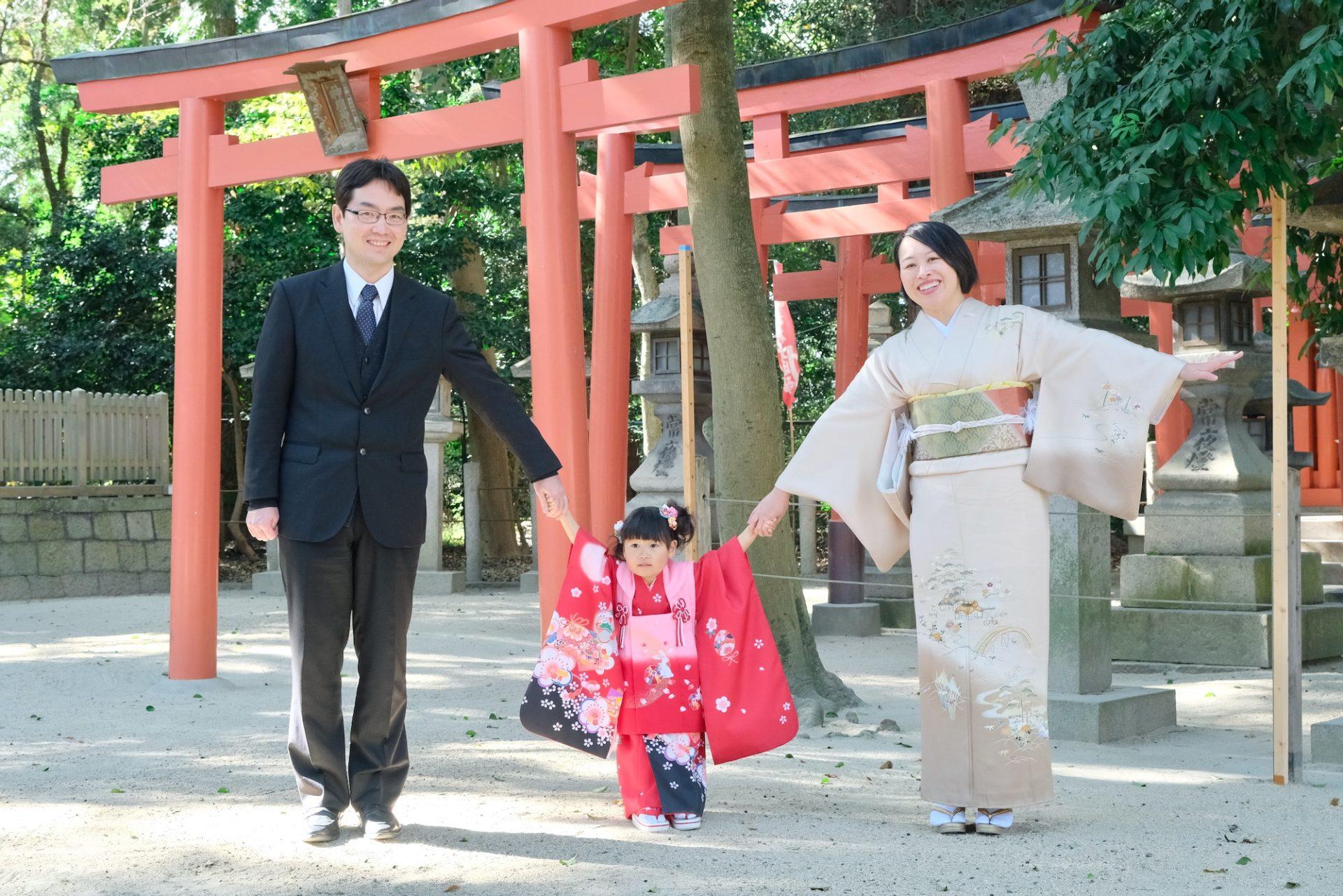 西宮神社で七五三の3歳女の子の着物